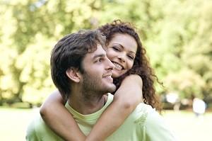 Jeder Mensch sehnt sich danach, die große Liebe zu finden. Online-Singlebörsen können dabei helfen.