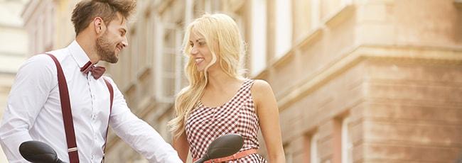 Wie flirten frauen mit männer Wie flirten Frauen miteinander?, flirt-fever Blog